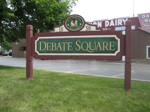 Debate Square, site of second debate between Abraham Lincoln and Stephen A. Douglas in 1858. Freeport, Illinois, USA. (KIlde Wikimedia. CC 3.0)